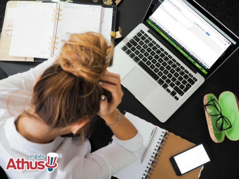 Quer aprender inglês, mas não consegue? Começa o curso com entusiasmo e logo desanima?  Decida mudar essa realidade hoje mesmo!